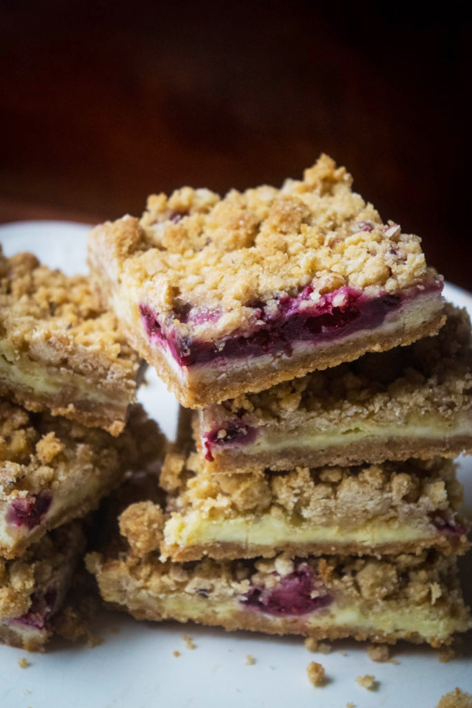 blackberry lime cheesecake crumble bars