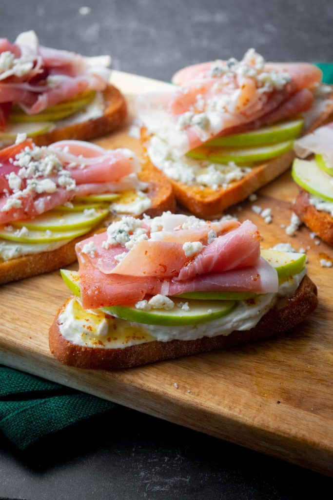 Whipped Blue Cheese Crostini with Apple and Prosciutto