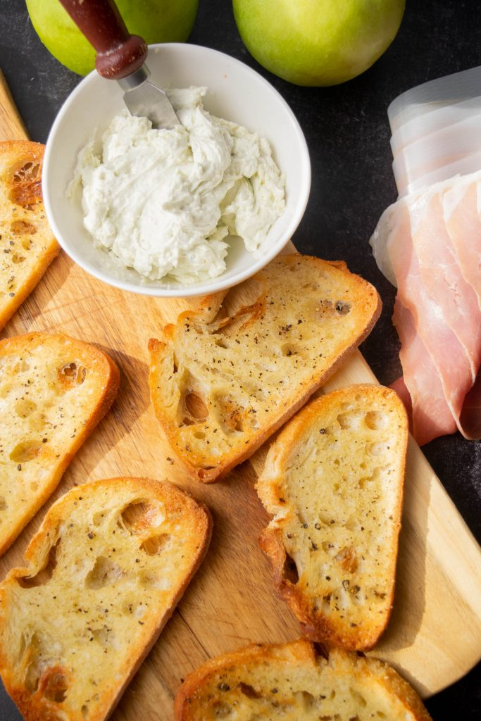 whipped blue cheese spread toasts